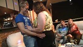 يفرك سكسي فيديو مصري بين الثدي
