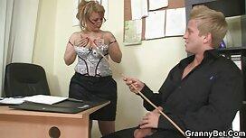 ساعد الابن سكس عربي مصري عراقي أمي على فك حمالة صدرها ومارس الجنس معها بين الثدي الكبير